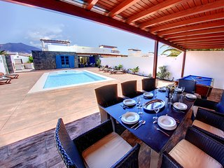 Casa Canela, 5 bedrooms 3 ensuite bathrooms,1 bathroom, heated pool,Jacuzzi,wifi
