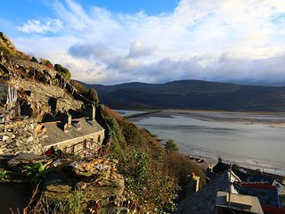 The Ingle Bolt Hole on The Rock, Barmouth