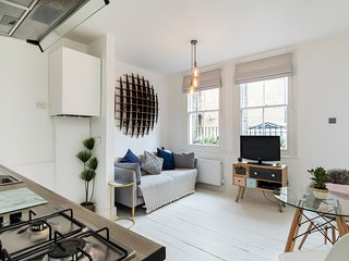 Elegant and bright 1bed in the heart of Angel