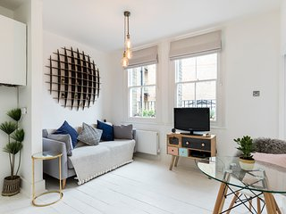 Chic Apt in Trendy Islington with Cafes, Restaurants & Station. See the Sights.