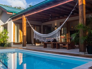 Villas Tropical | Sunset Villa |3BR | AC |WIFI | Swimming Pool | 3' walk to sea, Santa Teresa
