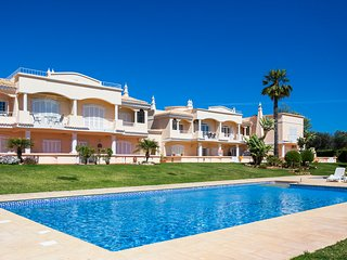 2 bedroom apartment at award winning beach, Praia do Marinha