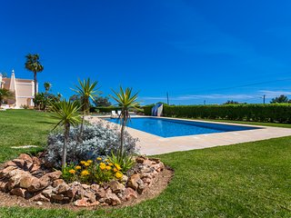 2 bedroom apartment at award winning Praia do Marinha. no11
