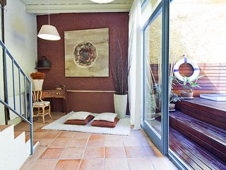Costabravapartment Casa Ullastret  old stone village house, small swimming pool
