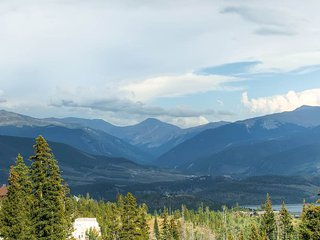 2 BR/2 BA Condo, mountain chic with spectacular views for 6, Silverthorne