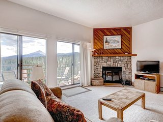 2 BR/2 BA Condo, breathtaking views, inviting atmosphere for 6