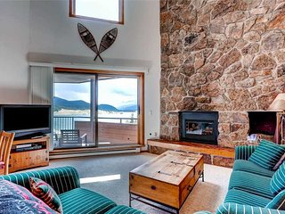 3 BR/ 3 BA, lakeside escape for 8, Great views of Lake Dillon, located in downtown Dillon