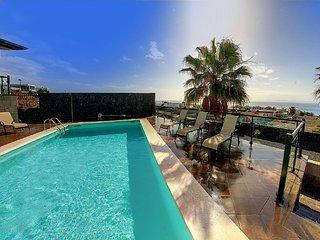Villa Castillo con vistas al mar para 18 personas, piscina climatizada, wifi.