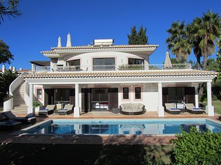Fabulous 4 bedroom villa on Club Atlantico, Carvoeiro