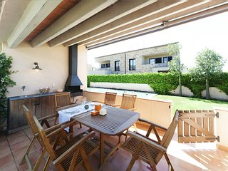 Family house with terraces, and private garden with barbecue, communal pool, Parlava