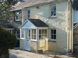 Cottage in Rock, Cornwall, England- Parking for 2 cars and enclosed sunny garden