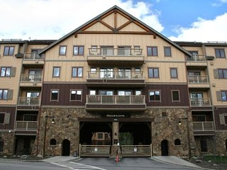 Premium 2BR 2BA Quite Corner Condo Only Steps from Gondola and River Run.