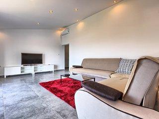 Apartment New Zork, Podstrana