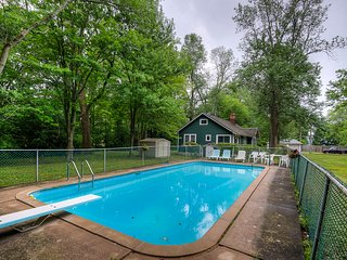 Summerside Lodge with Inground Pool and one minute walk to beach, Fort Erie