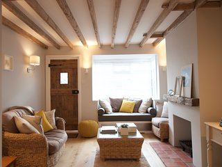 Pretty contemporary open plan cottage with open fire., Cookham