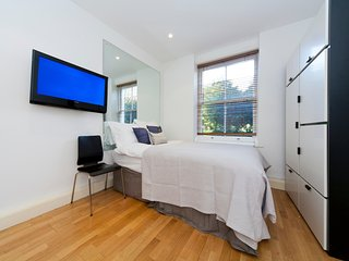 BEAUTIFUL BELSIZE PARK STUDIO