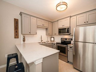 Stunning Newly Renovated Condo! FREE Parasailing & Golf!