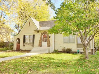 NEW! Cozy 1920s 4 Bd Urban Cottage 5 min to Downtown & 2 min Wirth Ski Lodge, Minneapolis