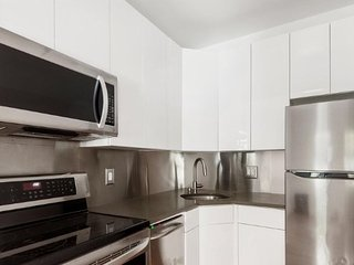 LUXURY 2 bedroom 2 full bathroom with enough space for 8 guests, West New York