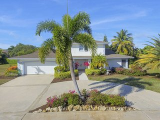 BEAUTIFUL HOME WALKING DISTANCE TO BEACH!