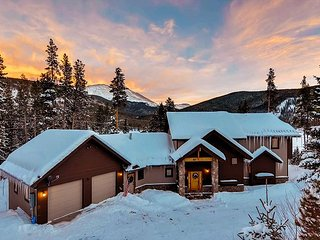 Blue River Retreat with Spectacular Views & Added Sleeping - now sleeps 15!!