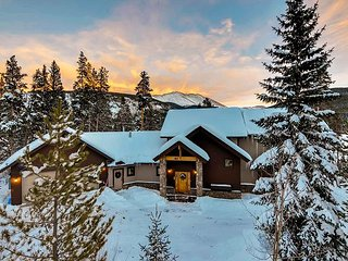 Cozy Retreat with Spectacular Views; featured on HGTV's Mountain Living