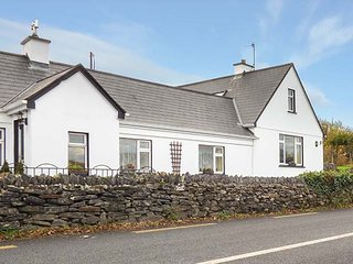 LAUREL LODGE, sea views, open fire, pet friendly, near Letterfrack, ref 15159