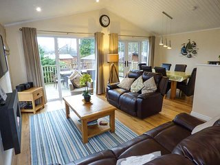 CLAIFE VIEW LODGE, open plan, on-site facilities, enclosed decking, in