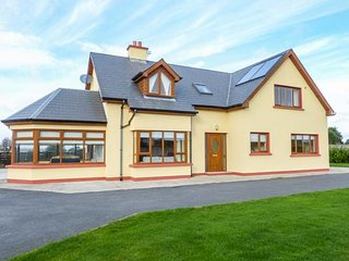 CLONTEEN, spacious detached house, large garden, Carick on Bannow, Ref 937403