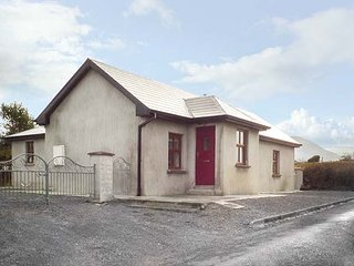 MAC'S COTTAGE, all ground floor, woodburning stove, near Mullaghmore, Ref 951063