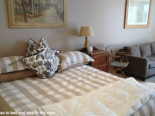 Home & Away Holiday Stay--King Size Bed, Beautiful View, Bilgola