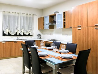 Entire Place in Gzira - Modern Two Bedroom Apartment, Il Gzira