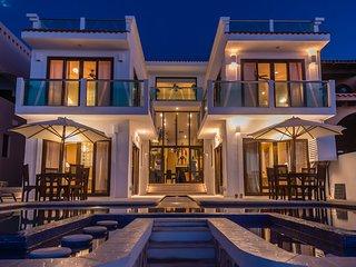 6/7 Oceanfront Villa - Chef, Resort Membership, Puerto Aventuras