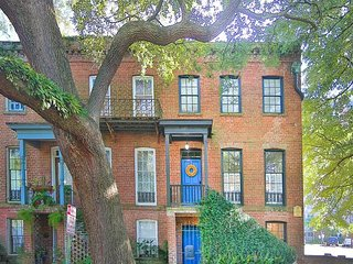 Gorgeous Townhome on Historic Oak-Lined Jones Street