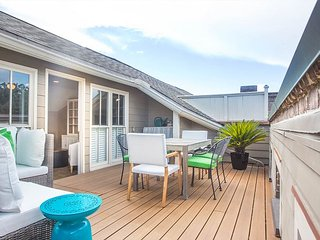 Stay with Lucky Savannah: Amazing home on Crawford Square with rooftop deck