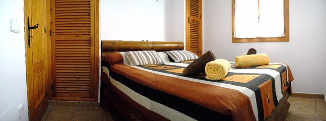 DOUBLE  BEDROOM: large mattress HR viscoelastic-anatomic + pillows viscoelastic Air Conditioning