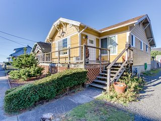 Comfortable home w/ ocean view, tranquil backyard & nearby beach access!, Seaside