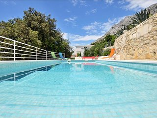 Exclusive villa with swimming pool, Mimice