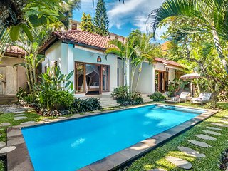 3 Bedroom Villa, Central Seminyak Close to Beach, Legian
