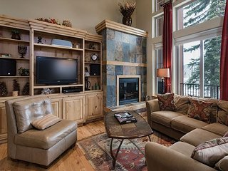 Luxury Ski In/Out townhome on Creek - Great Views