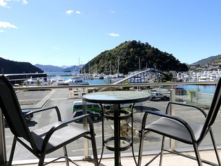 Waterfront 2 Bedroom Dockside Apartment, Picton