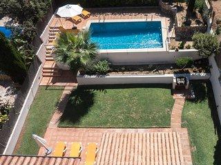 Casa en Cala San Vicente muy cerca de la playa,con piscina vallada y jardin