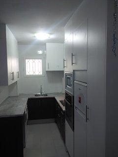 Cocina, reformada en 2016. Lavadora, lavavajillas, horno, vitrocerámica, microondas, nevera,...