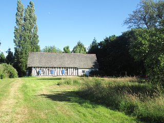 Maison normande spacieuse, 12 couchages, avec jardin clos et arboré, Landepereuse