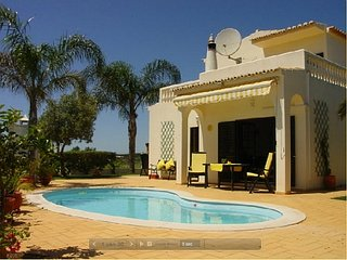 Nice villa, quiet area, near beautiful beach of Armacao de Pera