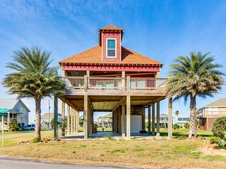 Two-story, Gulf view home with furnished patio - close to beach