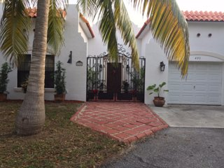 Charming Spanish Beach Home, Juno Beach