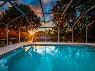 Villa Anchors Aweigh ~ NEW LISTING ~ Rates start at $95 per Night!, Cape Coral