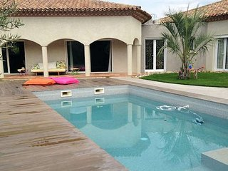 Luxury villa in France with private pool near beaches sleeps 10