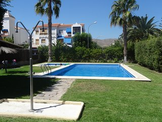 Lovely Holiday Townhouse- 2 Communal Pools- Wi Fi - Walk to Beach & Town.
